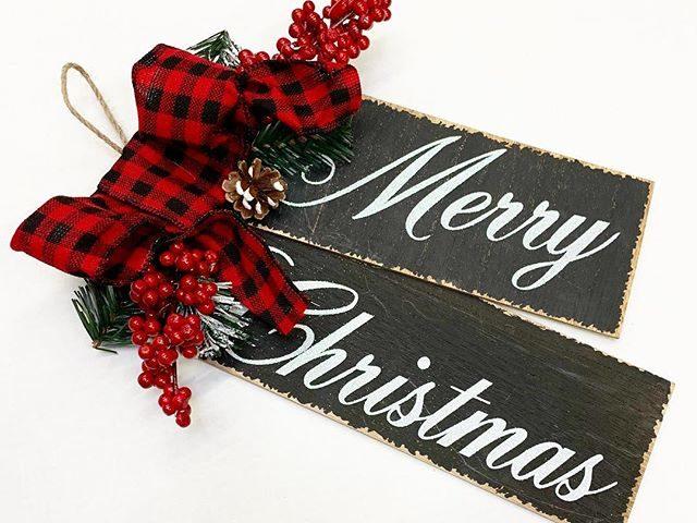 """Merry Christmas"" Door Tag with Buffalo Plaid Bow"