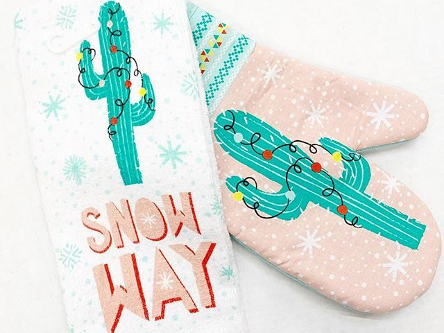Holiday Time Cactus Kitchen Towel and Oven Mitt