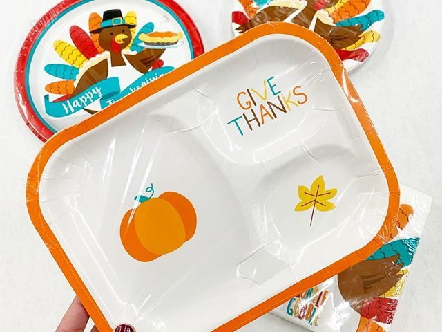 """Thanksgiving """"Give Thanks"""" Luncheon Paper Plates"""