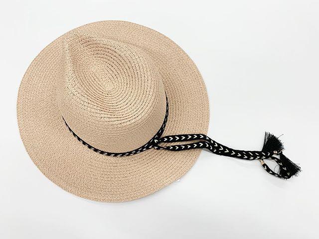 Time and Tru Wide Brim Fedor Hat